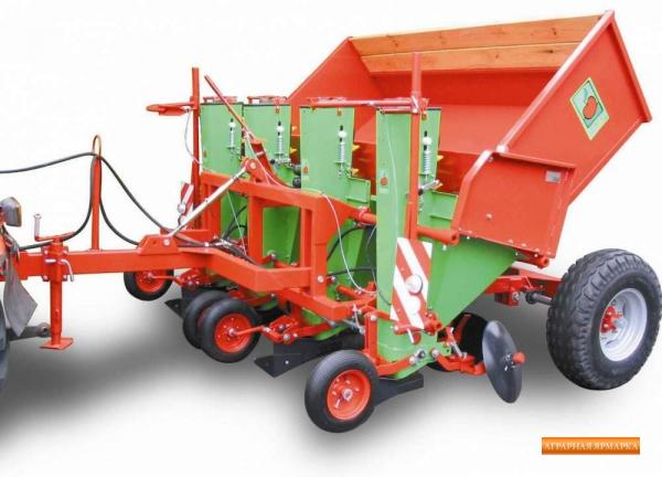Картофелесажалка Kora 4HP/75 4-рядная с гидроподъемником бункера,  емкость бункера 2000 л